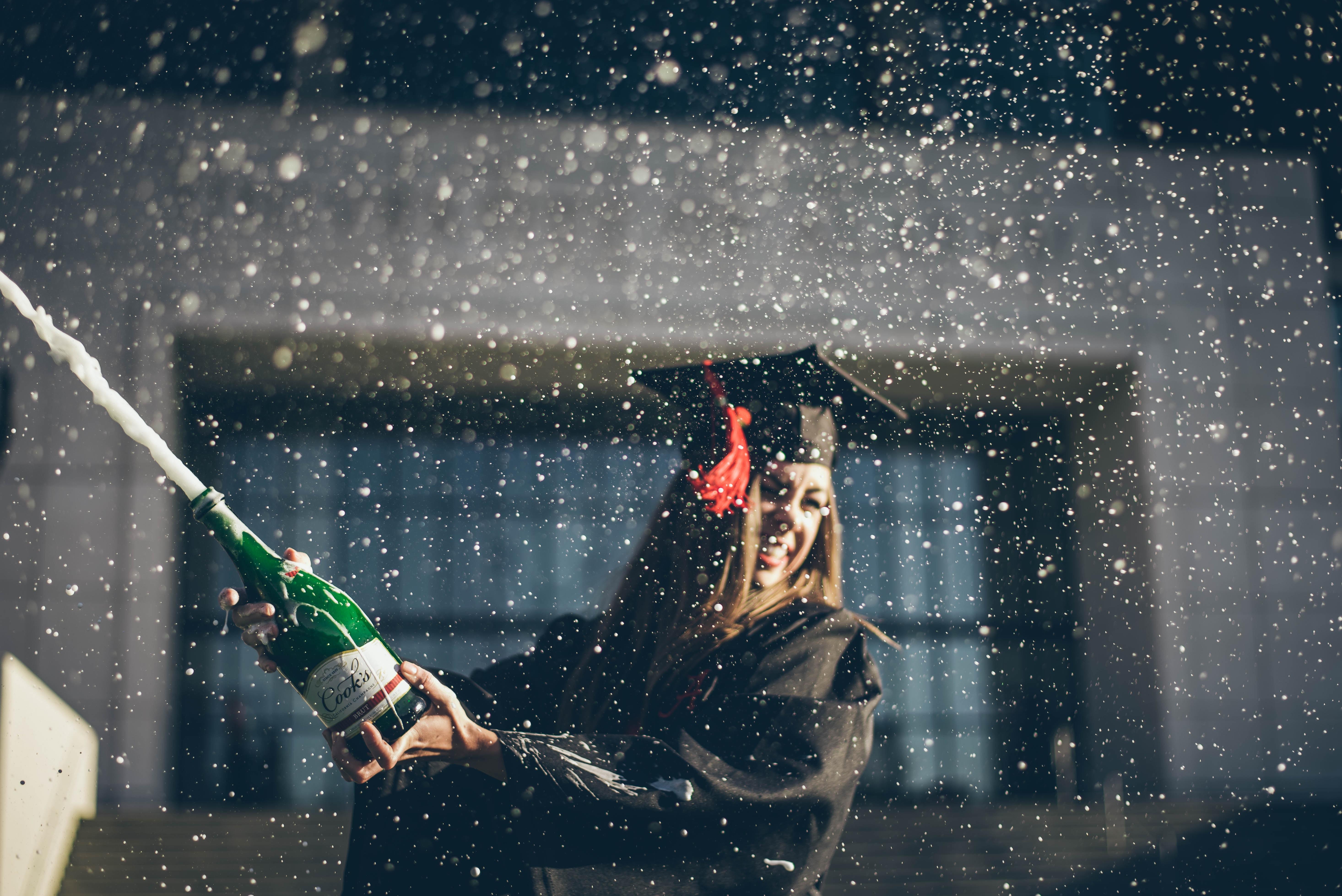 Foto Abiturabsolventin feiert